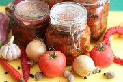 Огірки і помідори до запитання: перевірені рецепти для консервації