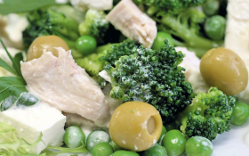 Салат з курячим філе та овочами