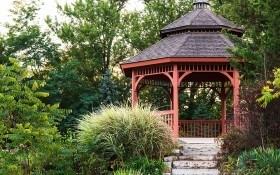 Прелестный сад: сооружения для отдыха и красоты