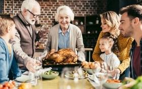 Праздничное застолье: 7 простых правил, как уберечь свой организм от переедания