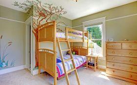 Двухъярусная кровать: экономия пространства с пользой