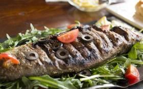Смажена риба з грибним фаршем