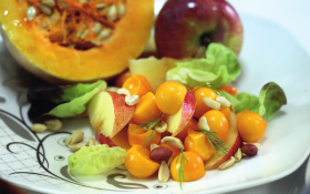 Салат з арахісом, гарбузом та яблуками