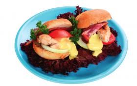 Курячий бутерброд з пікантним часниковим майонезом