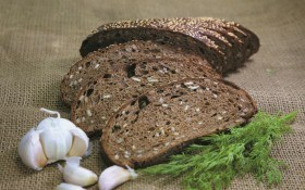 Ржаной хлеб с семечками и кунжутом