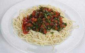 Спагетти с соусом из болгарского перца и помидоров