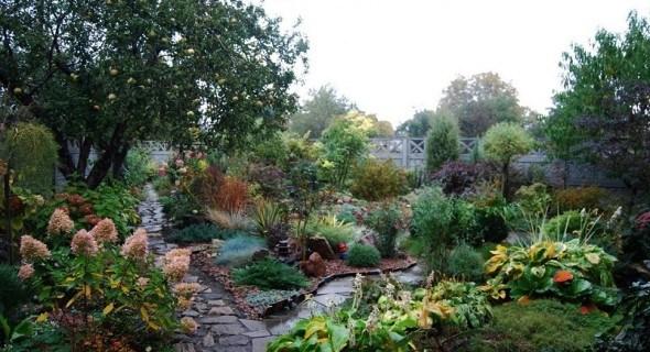 Міксбордери, доріжки та відсипки: елементи ландшафтного дизайну у садибі