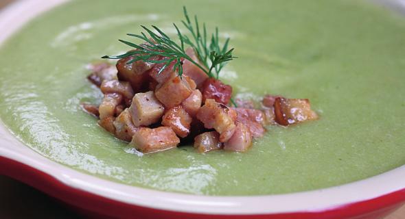 Суп-крем зі спаржевою квасолею та беконом