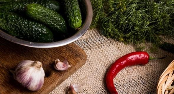 Хай зима буде ситною: консервуємо перець, огірки та помідори