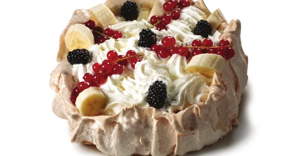 Торт з безе та фруктів