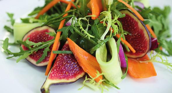 Салат з морквою та інжиром