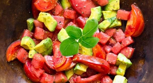 Салат Панцанелла c арбузом и томатами