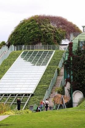 Лестница ведет к верхним садам Ogrod BUW