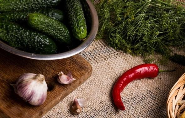 Хай зима буде ситною: консервуємо перець, огірки, та помідори