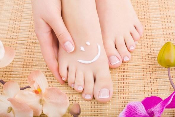Женские ступни педикюр