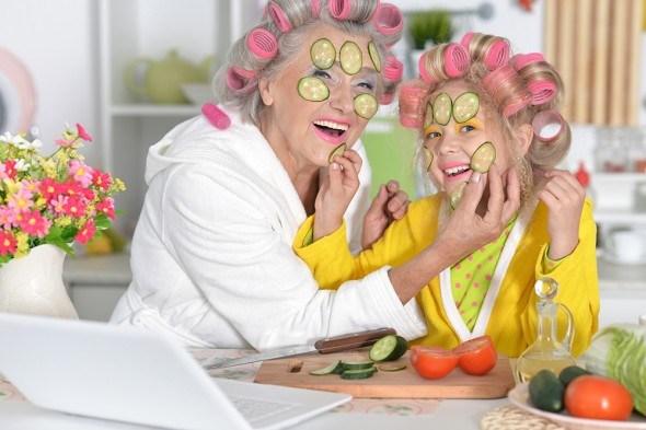 Бабушка девочка уход за кожей