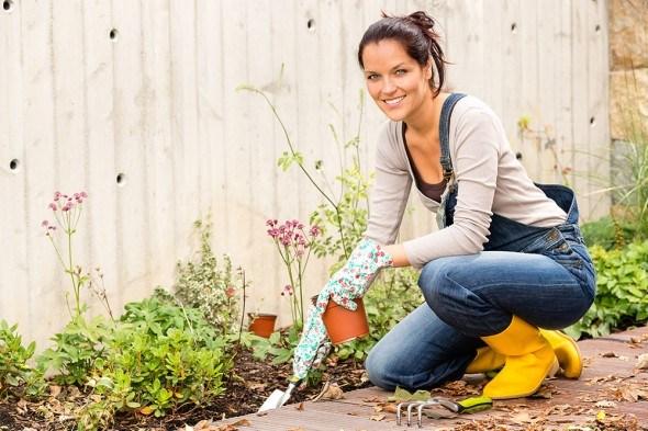Девушка цветник сад