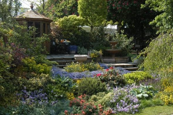 """Рельєфний сад на рівному місці: будуємо квітучі тераси та """"втоплені"""" садки"""
