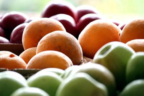 Істівні ліки: які корисні речовини містяться у фруктах, ягодах та горіхах