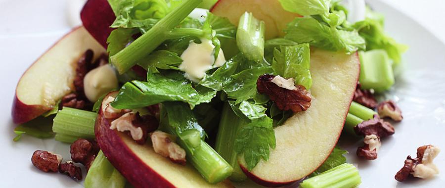 Салат з яблуками та селерою