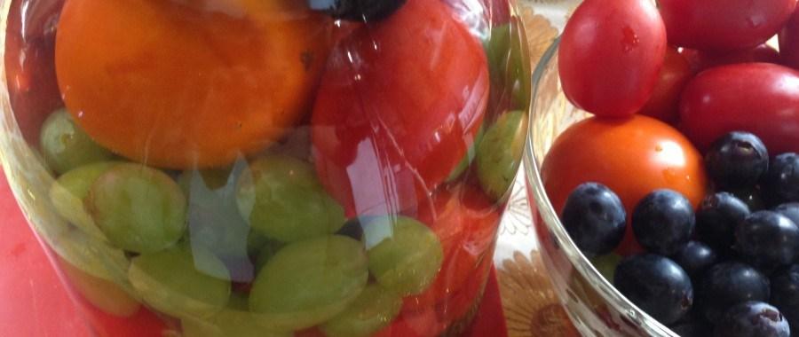Томаты со сладким перцем и виноградом
