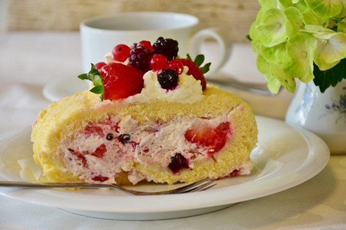 Бсквтний десерт з ягодами